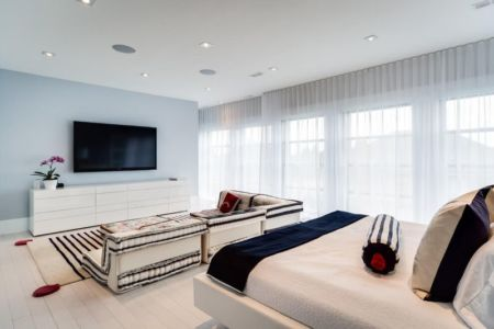 salon & Gran écran TV par M Lifestyles - Toronto, Canada | + d'infos