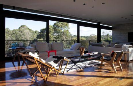 salon - LM Residence par Marcos Bertoldi Arquitetos - Campo Comprido, Brésil