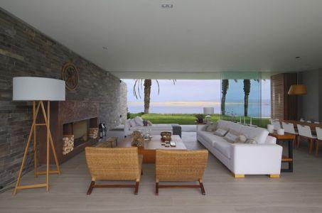 salon - Maison Mar-de-Luz par Oscar Gonzalez Moix - Pérou