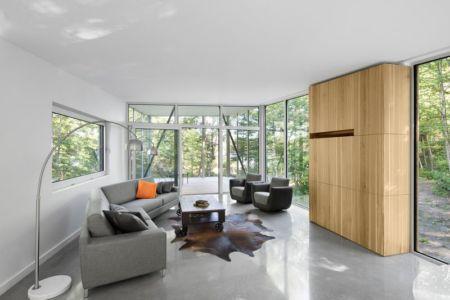 salon - Maison du Lac Grenier par Paul Bernier Architecte - Estérel, Canada