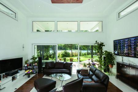 salon - Maison en ossature bois par Weberhaus -Brandebourg, Allemagne