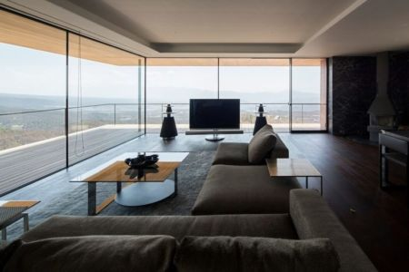 salon & TV avec vue panoramique - maison bois contemporaine par kidosaki-architects - Yutsugatake, Japon