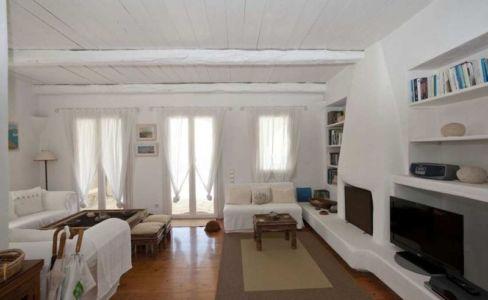 salon, cheminée & TV - villa-grecque - île Mykonos, Grèce