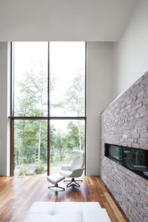salon - The Elves par Alain Carle Architecte - Morin-Heights, Canada