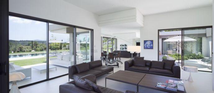 salon - Villa Sainte-Victoire par Henri Paret Architecte avec Kawneer - Aix en Provence, France