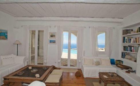 salon avec vue sur piscine - villa-grecque - île Mykonos, Grèce