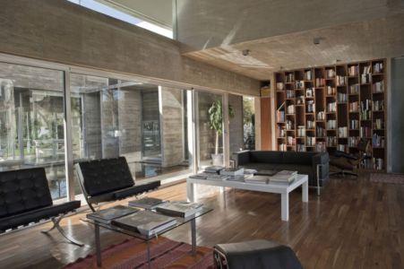 salon bibliothèque - Torcuato House par BAK arquitectos - Buenos Aires Province, Argentine