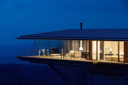 salon & chambre étage illuminée - maison bois contemporaine par kidosaki-architects - Yutsugatake, Japon
