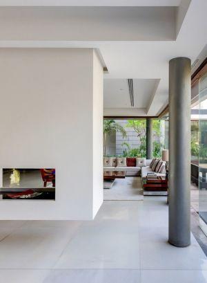salon & cheminée - home-pool par DADA-&-Partners - New Delhi, Inde