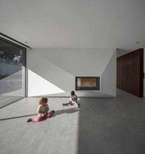 salon cheminée - BE House par Spaceworkers - Paredes, Espagne
