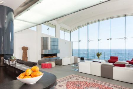 salon cheminée - Carmel Highlands Residence par Eric Miller Architects - Carmel-By-The-Sea, Usa