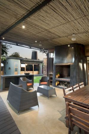 salon & cheminée design - House-Mouton par Earthworld Architects and Interiors - Pretoria, Afrique du Sud