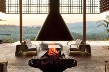 salon & cheminée design - Quinta-House par CANDIDA TABET ARQUITETURA - São Paulo, Brésil