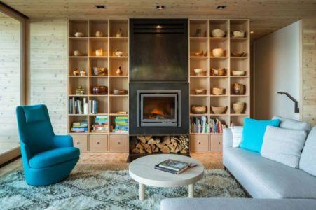 salon & cheminée design - Woodsy-Retreat par Heliotrope Architects - Washington, USA