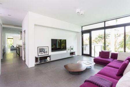 salon & coin TV - Hucker Residence par Strang - Miami, USA