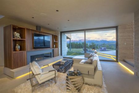 salon coin TV - home-Colorado par Bill Poss - Colorado, USA