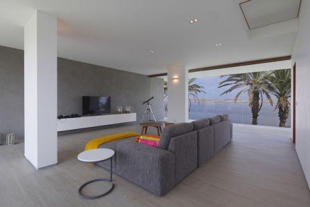 salon coin tv - Maison Mar-de-Luz par Oscar Gonzalez Moix - Pérou