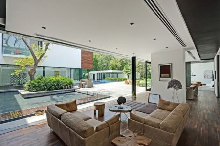 salon design - Three Trees House par DADA & Partners - New Delhi, Inde