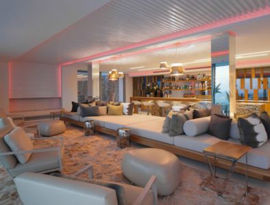 salon design lumineux - ocean-home par SAOTA - Ibiza, Espagne