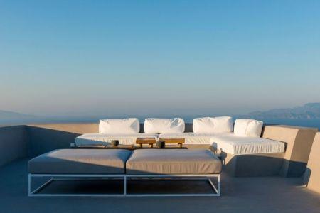 salon design terrasse toit - Sterna Nisyros par  Giorgos Tsironis - Nisyros en Grèce
