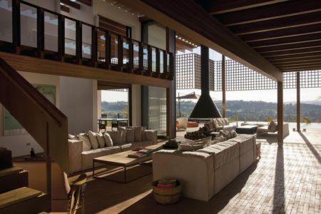 salon double & vue terrasse - Quinta-House par CANDIDA TABET ARQUITETURA - São Paulo, Brésil