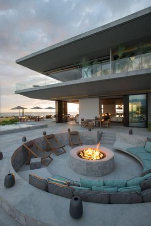 salon en arc & cheminée extéieur - luxury residence par Ezequiel Farca - Marina de Puerto Vallarta, Mexique