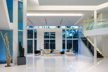 salon & escalier accès étage - The Ark-480 Ocean Blvd par Relance New York - Floride, USA