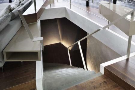 salon & escalier accès sous-sol - SRK par Artechnic - Meguro, Japon