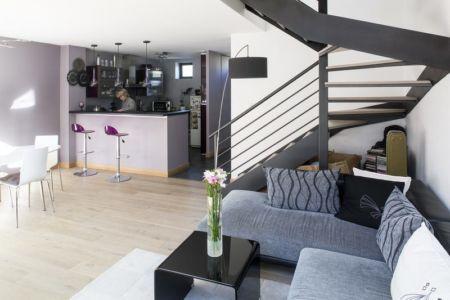 salon - escalier - cuisine - Maisons jumelées par MAG architectes - Fance - photo Stéphano Candito