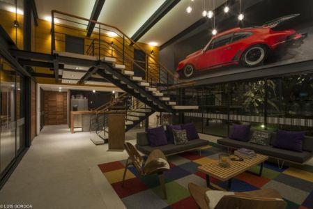 salon escalier et cuisine - ALD House par Space Mexico - Cuernavaca, Mexique