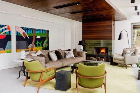 salon et cheminée - Cedrus par Boom Town - Harrington, Canada