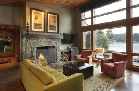 salon et cheminée - Devil's Lake Home par Nathan Good Architects - Lincoln , United States