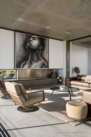 salon et cheminée - Pearl Bay Residence par Gavin Maddock Design Studio - Yzerfontein, Afrique du Sud