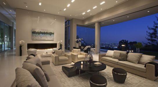 salon et cheminée - Sarbonne par McClean Design - Los Angeles, Usa