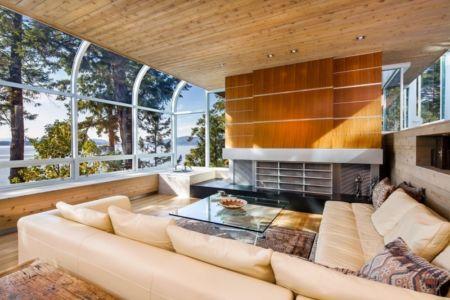salon et cheminée contemporaine - villa contemporaine en bois par Daniel Evan White - Saanich, Canada