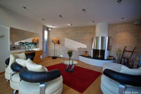 salon et cheminée design - Barbo House par Ralph Büeler (Bend Group) - Genève, Suisse