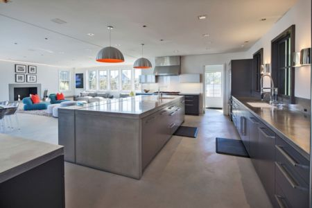 salon et cuisine - Squam Residence par J. Brown Builders - Nantucket Island, Usa - photo Jeffrey Allen