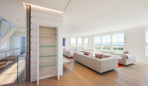 salon et entrée - Squam Residence par J. Brown Builders - Nantucket Island, Usa - photo Jeffrey Allen
