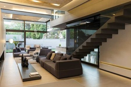 salon et escalier - House Sar par Nico van der Meulen Architects - Johannesbourg, Afrique du Sud