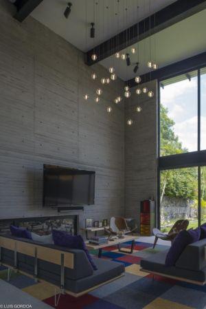salon et lustre - ALD House par Space Mexico - Cuernavaca, Mexique