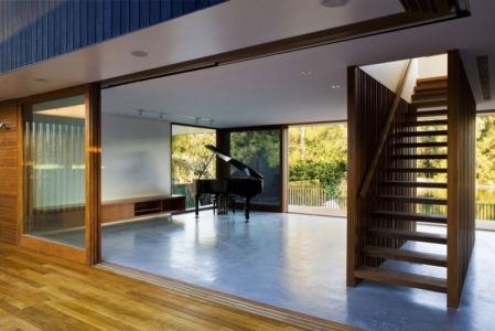 salon et piano - Narrabeen House par Chrofi - Narrabeen, Australie