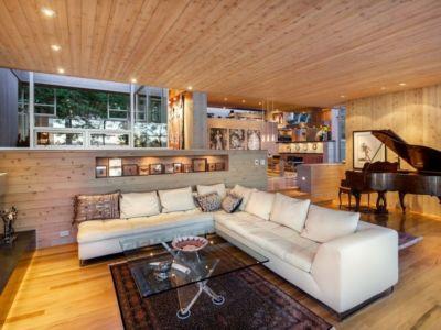 salon et piano - villa contemporaine en bois par Daniel Evan White - Saanich, Canada