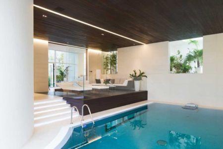 salon et piscine intérieure - Villa Agalarov par SL Project - près de Moscou, Russie