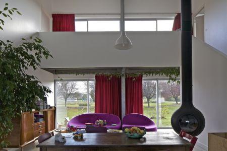 salon et poêle à bois - maison agence par hérard & da costa portada -Neuville-sur-Seine, France - photo philippe ruault