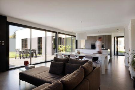 salon et séjour - Maison bois béton par Ideaa architectures - Colmar, France - Photo Alain-Marc Oberlé