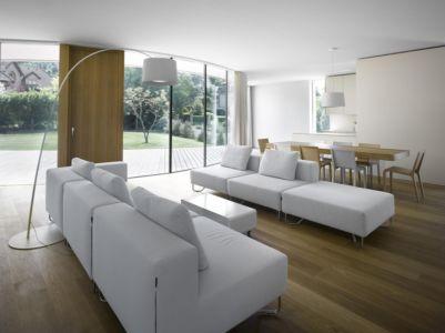 salon et séjour - maison contemporaine par  Jarousek Rochová Architekti - Republique Tchèque - photo Filip Slapal
