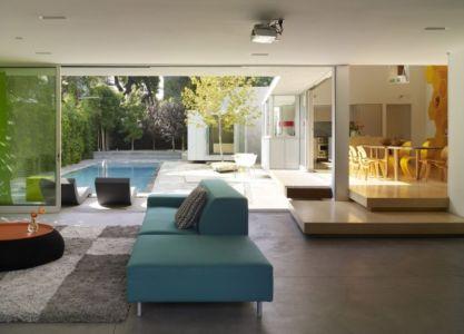 salon et terasse - Norwich Residence par Clive Wilkinson Architects - West Holywod, Usa