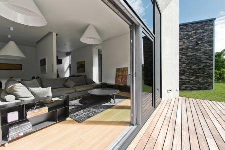salon et terrasse - Family House par UAB Architektu biuras - Palanga, Lituanie