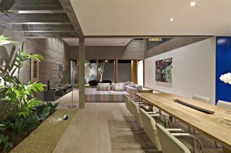 salon et terrasse - Modern Residence par Anastasia Architects- Belo Horizonte, Brésil -Photo Jomar Bragança