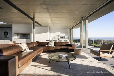 salon et terrasse - Pearl Bay Residence par Gavin Maddock Design Studio - Yzerfontein, Afrique du Sud